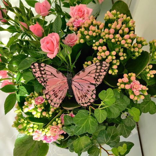 Pink arrangement of potflowers for Mothersday